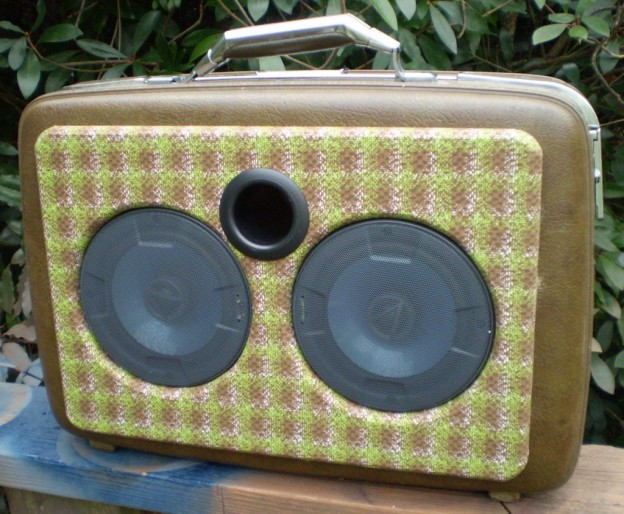 Brown Plaid Sonic Suitcase Speaker