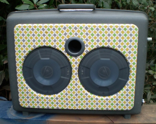 grey-diamonds sonic suitcase speaker