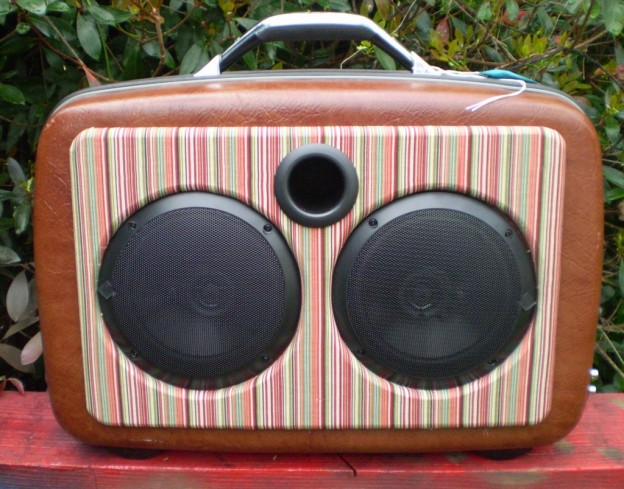 Brown Hornet Sonic Suitcase Speaker