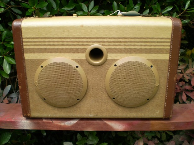 Tan Dandy Sonic Suitcase Speaker