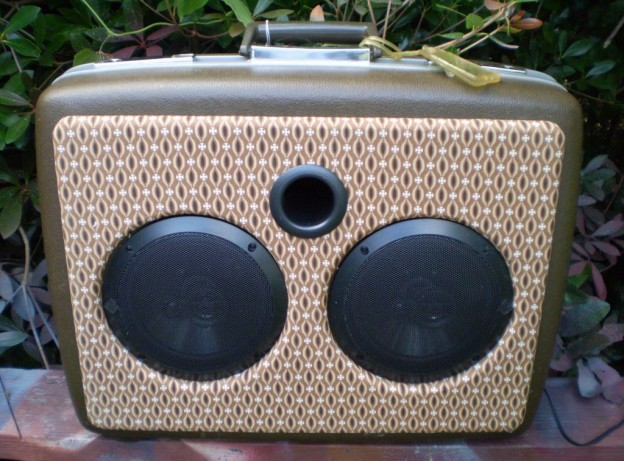 Brown Cross Sonic Suitcase Speaker