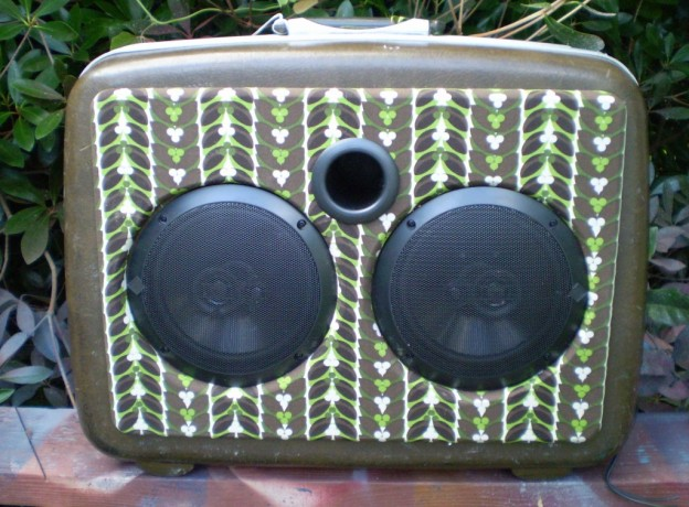 Brown Mustache Sonic Suitcase Speaker
