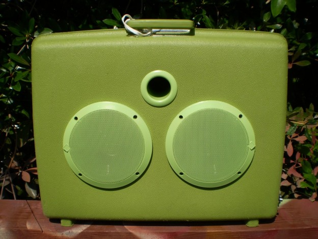 Green Lizard Sonic Suitcase Speaker