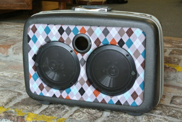 Grey Cardigan Sonic Suitcase Speaker