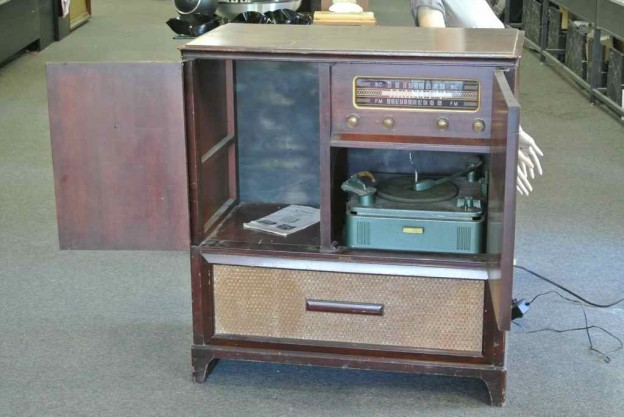 Killer Capehart Retro Radio Conversion