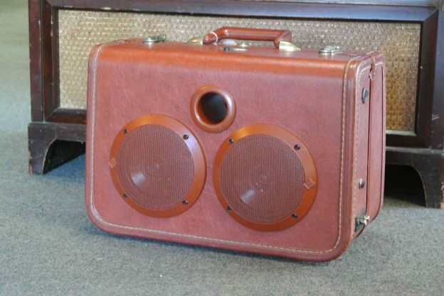 Red Apple Sonic Suitcase Speaker