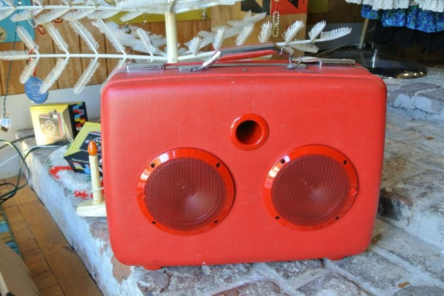 Red Lipstick Sonic Suitcase Speaker