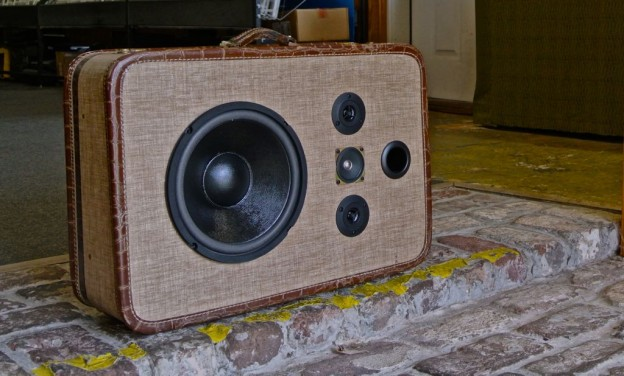 Brown Terrapin Sonic Suitcase Speaker