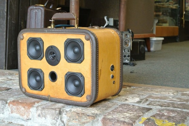 Tweed Bandit Sonic Suitcase Speaker