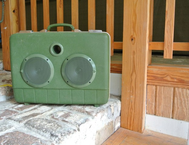 Green Arrow Sonic Suitcase Speaker