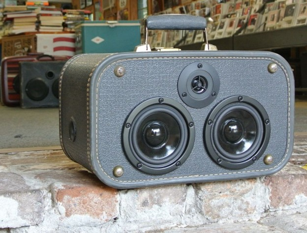 Grey Hammond Sonic Suitcase Speaker