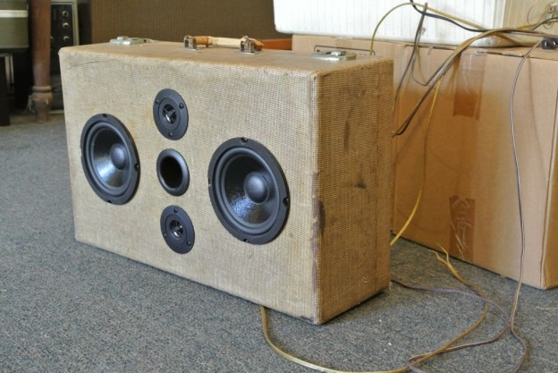 Tweed Ash Sonic Suitcase Speaker