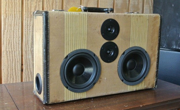 Tweed Bands Sonic Suitcase Speaker