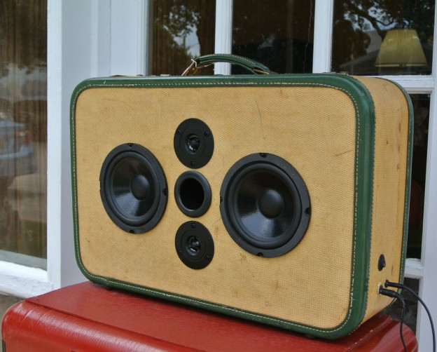Tweed Snap Sonic Suitcase Speaker