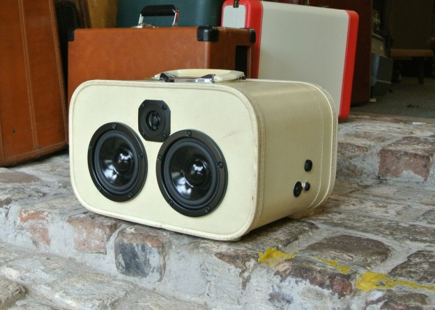 White Skyway Sonic Suitcase Boombox