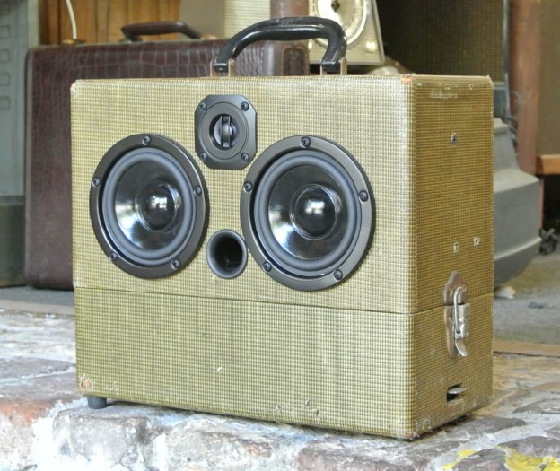 Brown Gus Sonic Suitcase Boombox