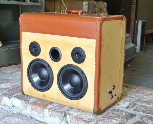Tan Selector Sonic Suitcase Boombox