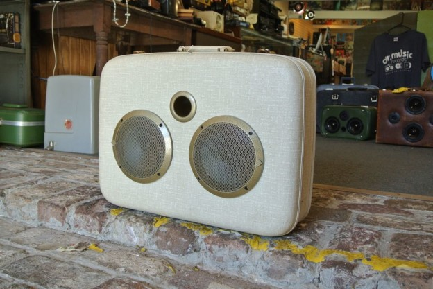 White Court Sonic Suitcase Boombox