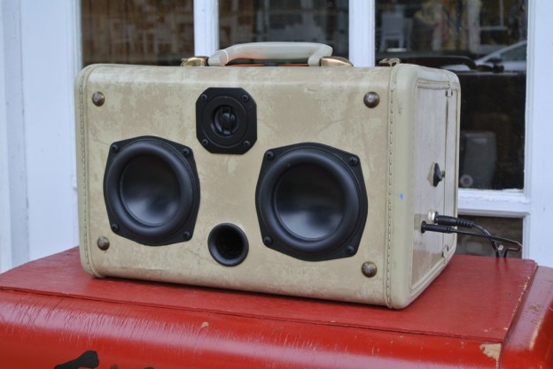 White Glance Sonic Suitcase Boombox